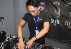 湖北黄冈DJ学员肖阳打碟练习照片