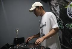 广西DJ学员伍洪剑打碟练习照片