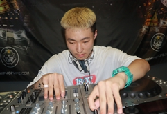 四川DJ学员贾博青打碟练习照片
