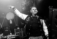 高空派对嘉宾DJ现场打碟视频