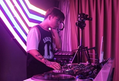 皇族DJ学员张欣考核混音现场视频