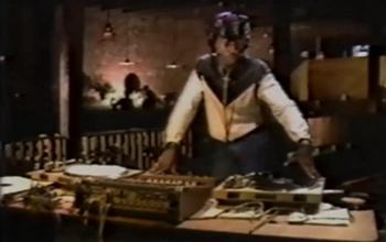 【珍贵影像】40年前DJ是怎么打碟的?
