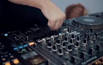让你们看看月薪30000美金的DJ是什么样的